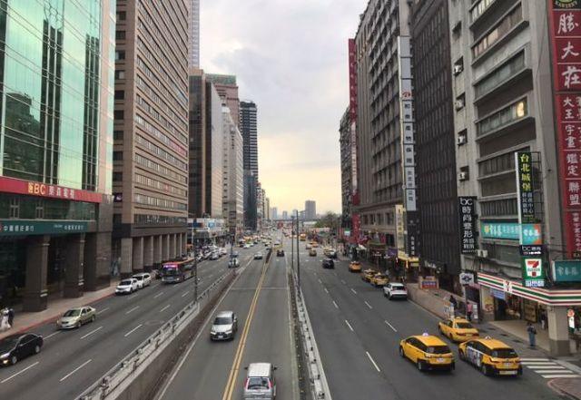 台北駅前通り.jpg
